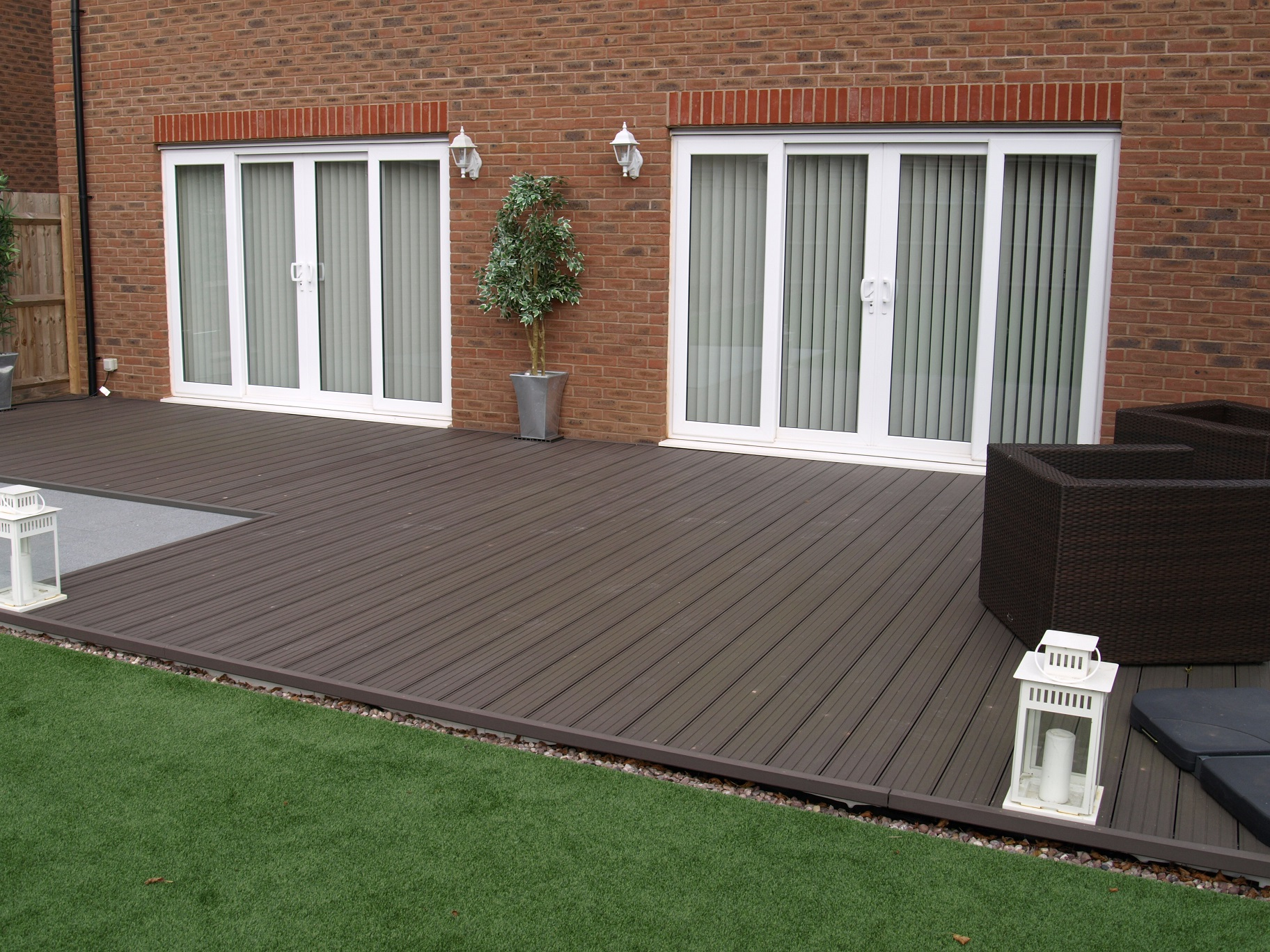 Sundeck designs fensys for Garden decking ideas uk