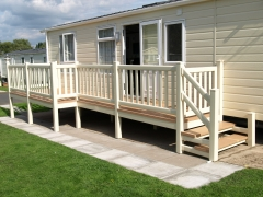 P shape veranda with 1220mm wide steps and gate.JPG
