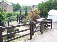 Fensys plastic public garden fencing