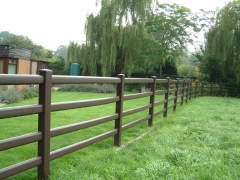 Rustic Oak Field boundary plastic ranch fence