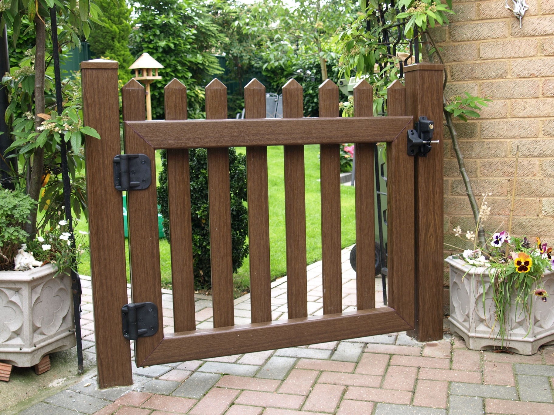 Garden and driveway gates gallery fensys for Garden gate designs wood rustic