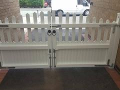Stanley style driveway gate white upvc plastic