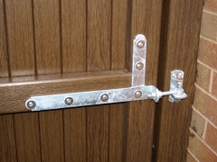 UPVC gate braced galvanised hinge.JPG