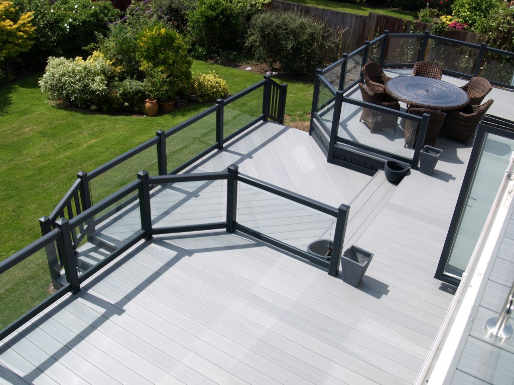 Fensys UPVC plastic decking gayle grey balustrade with driftwood premium excel deck board